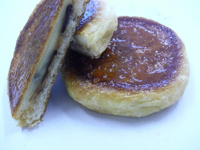 拓心館グループ・パン工房 エイブルのパン「チョコバナナのクイニーアマン」